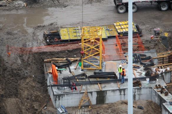 Landmark West Loop tower crane removal
