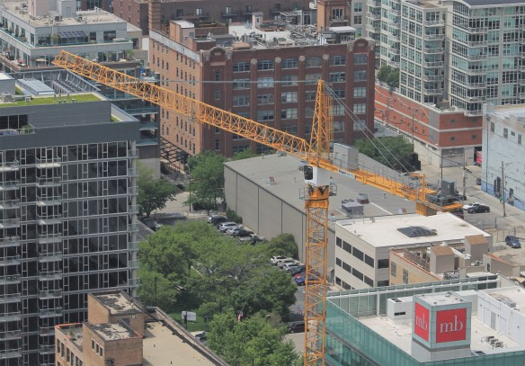 727 West Madison tower crane