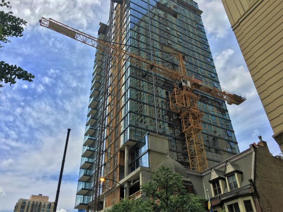 8 East Huron tower crane removal