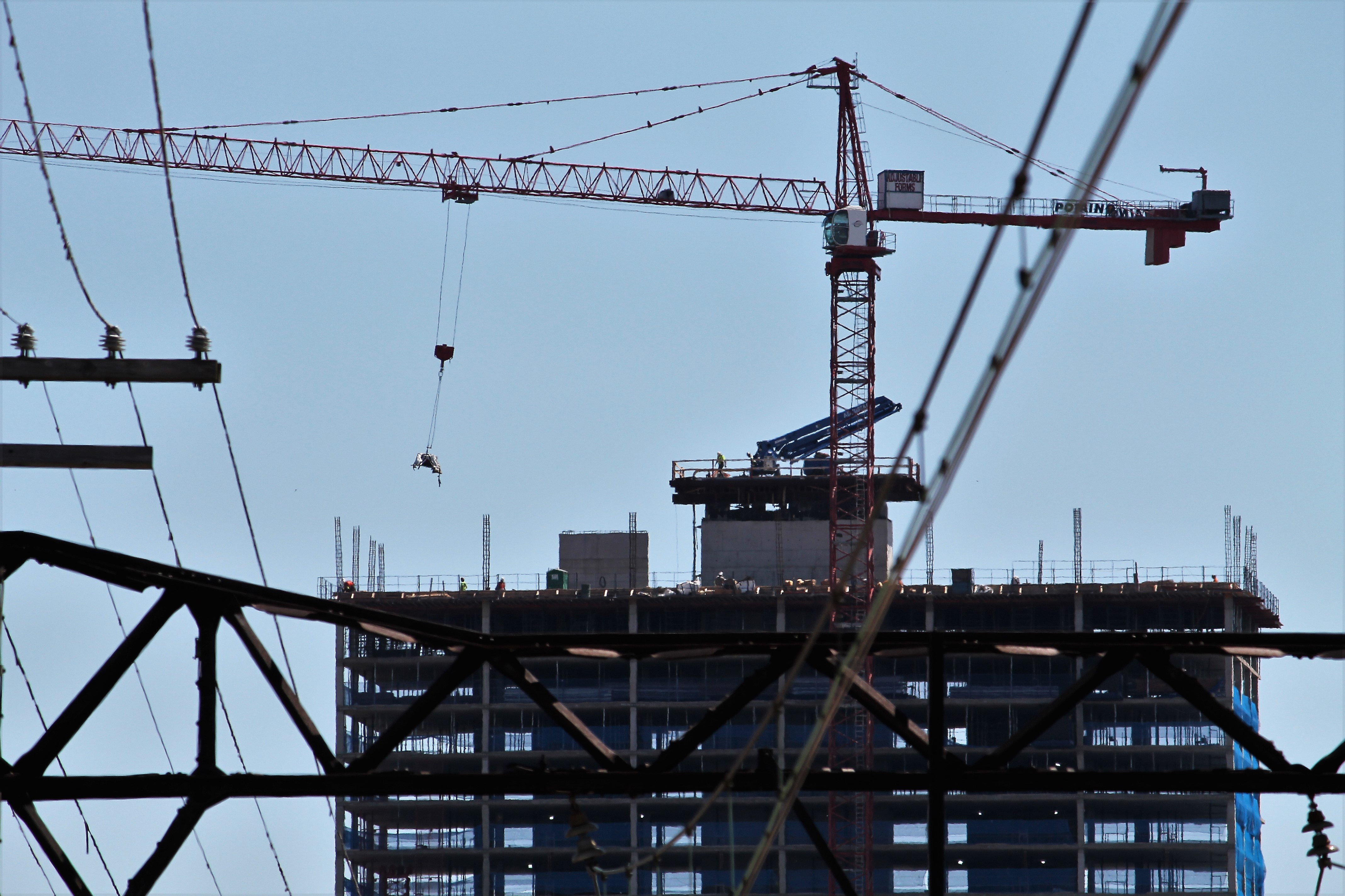 Solstice On The Park tower crane