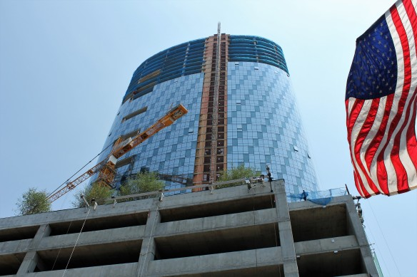 727 West Madison tower crane removal